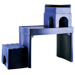 Picture showing the complete Feline Fort® with step